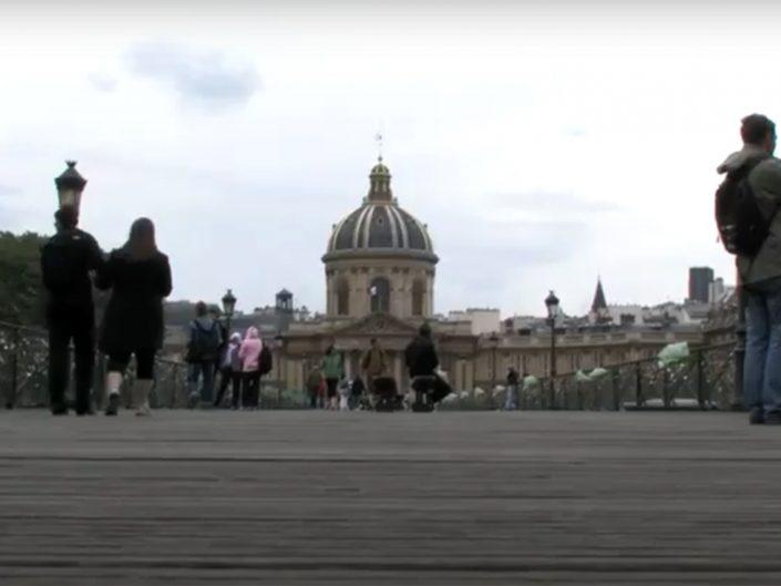 TU VUO' FA' LE PARISIEN (Documentary)
